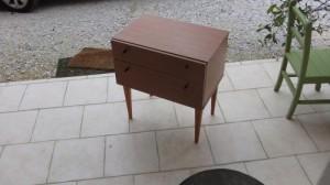 Petit relooking de meubles dans RELOOKING DE MEUBLES chevet-tiroir-clapet1-300x168
