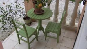 petit-salon-de-jardin-peint-vert-300x168 dans RELOOKING DE MEUBLES